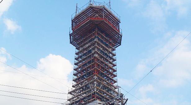 鉄塔改修工事現場