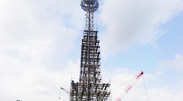 鉄塔建設工事現場
